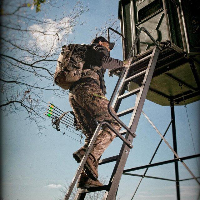 climbing-buck-palace-hunting-blind-stairs_f4256f05-7a75-4d41-8b57-33a92b7761e7_2000x